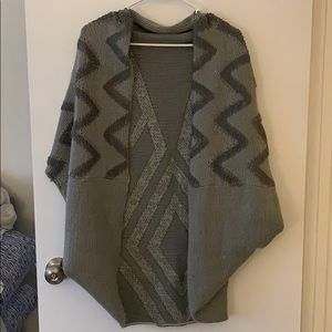 Sweaters - Grey sweater poncho